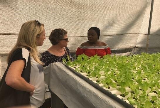דורית בנט בביקורה הקודם של משלחת הפרוייקט בקניה
